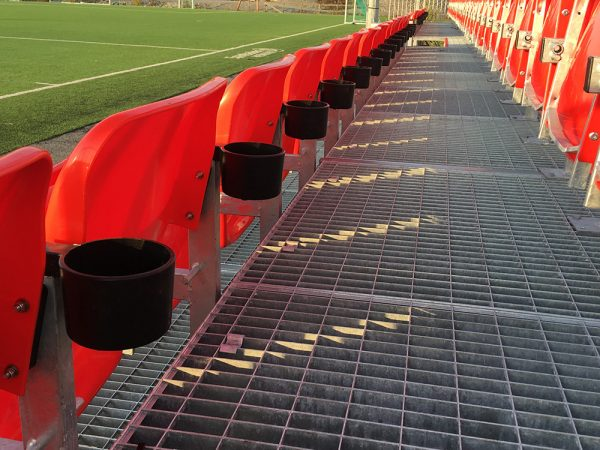 spectator-seating-cup-holder-accessories